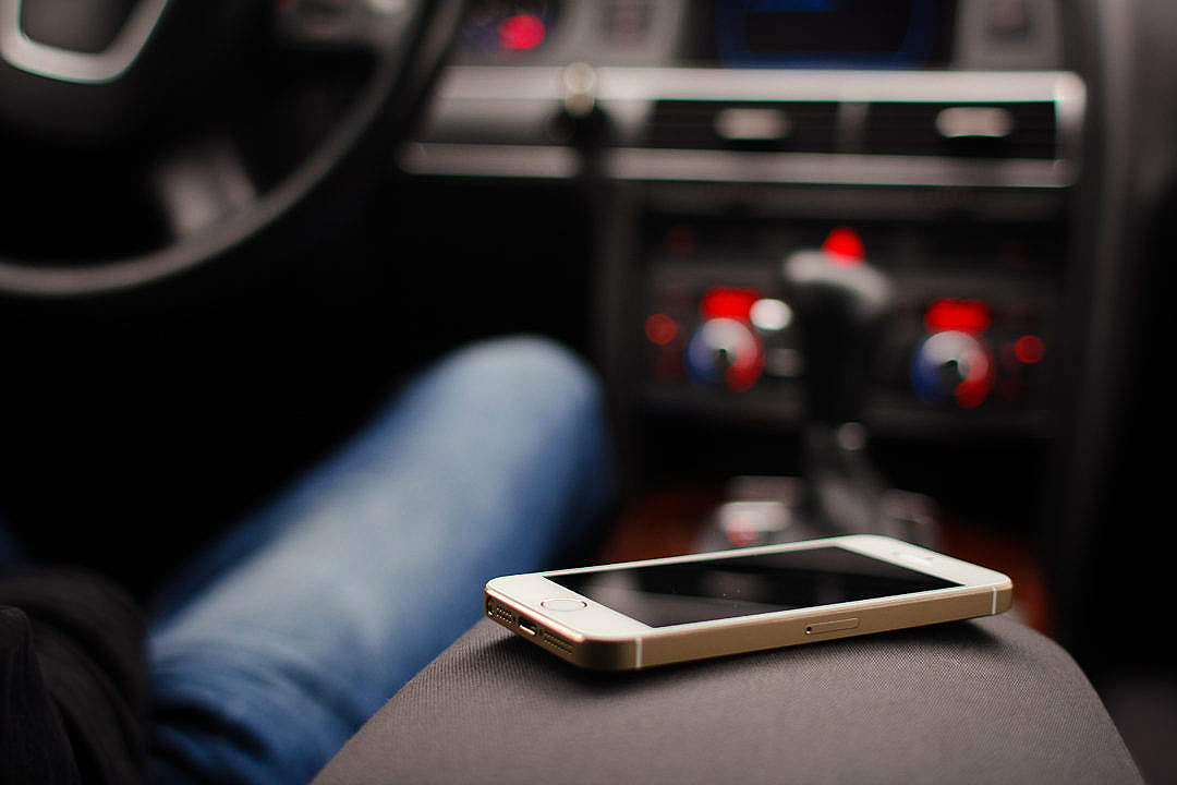 Download An iPhone 5S in a Car FREE Stock Photo