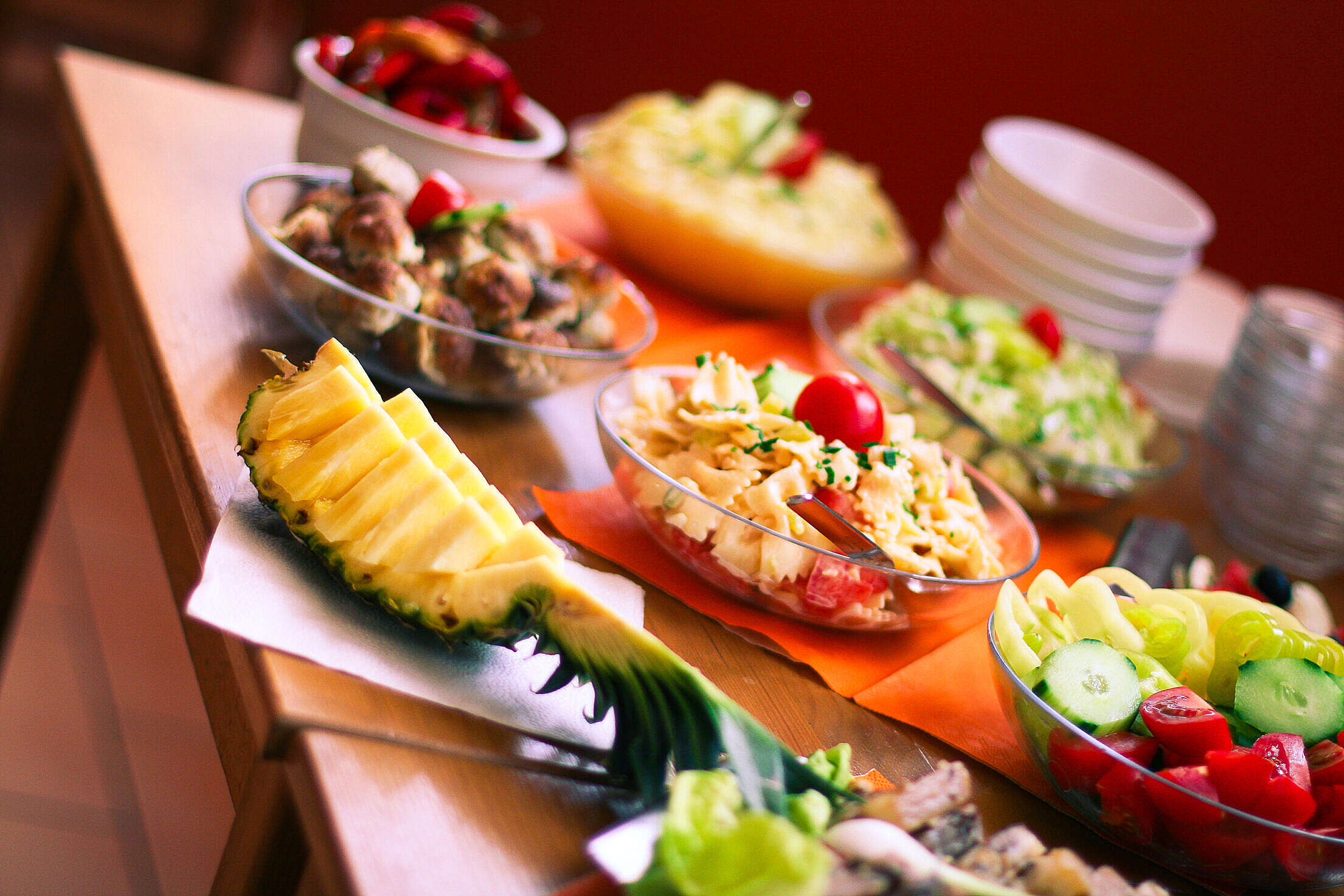Ananas Fresh Table Free Stock Photo