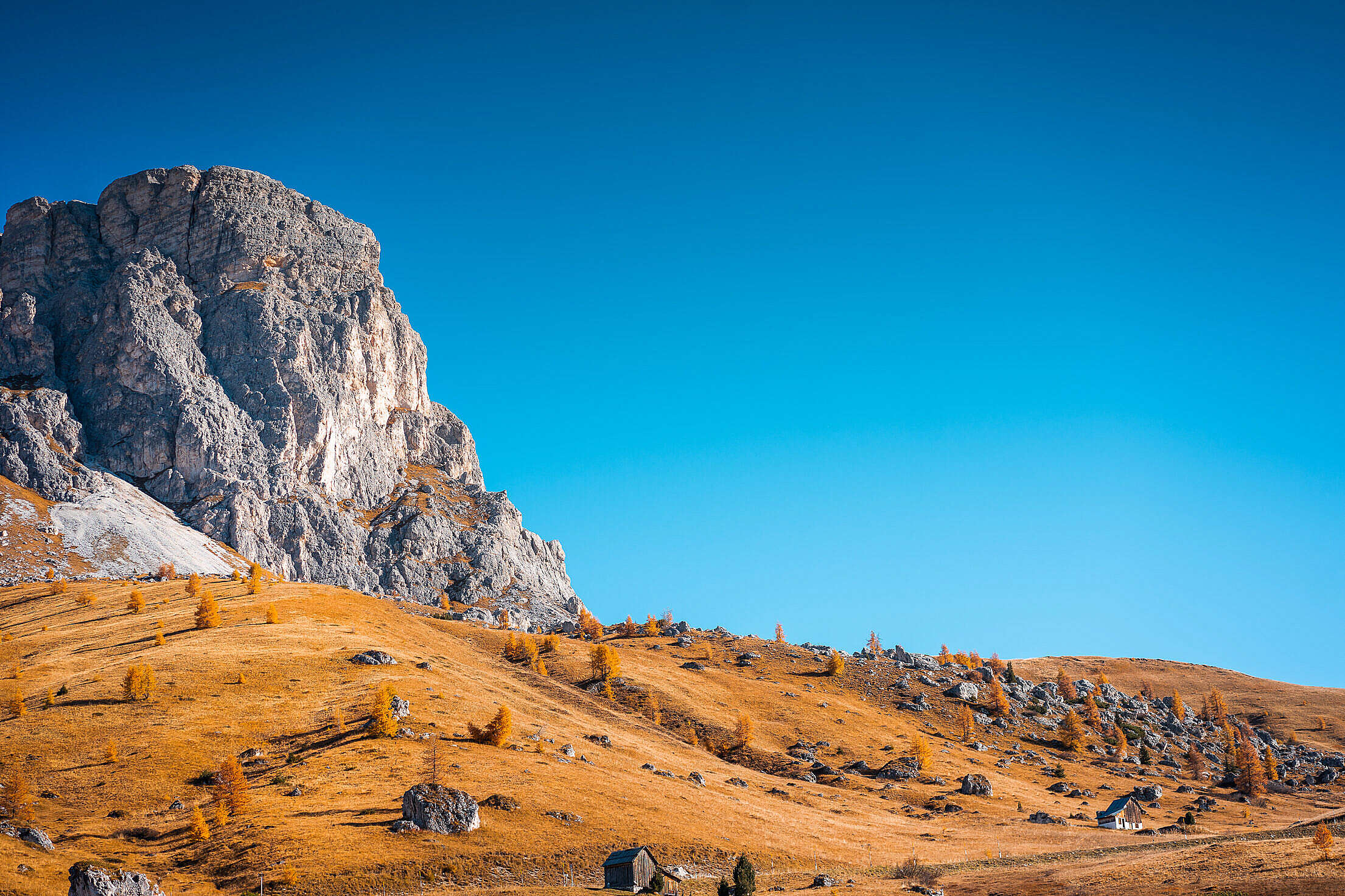 Beautiful View of Mount Gusela with Cloudless Sky in Italy Free Stock Photo