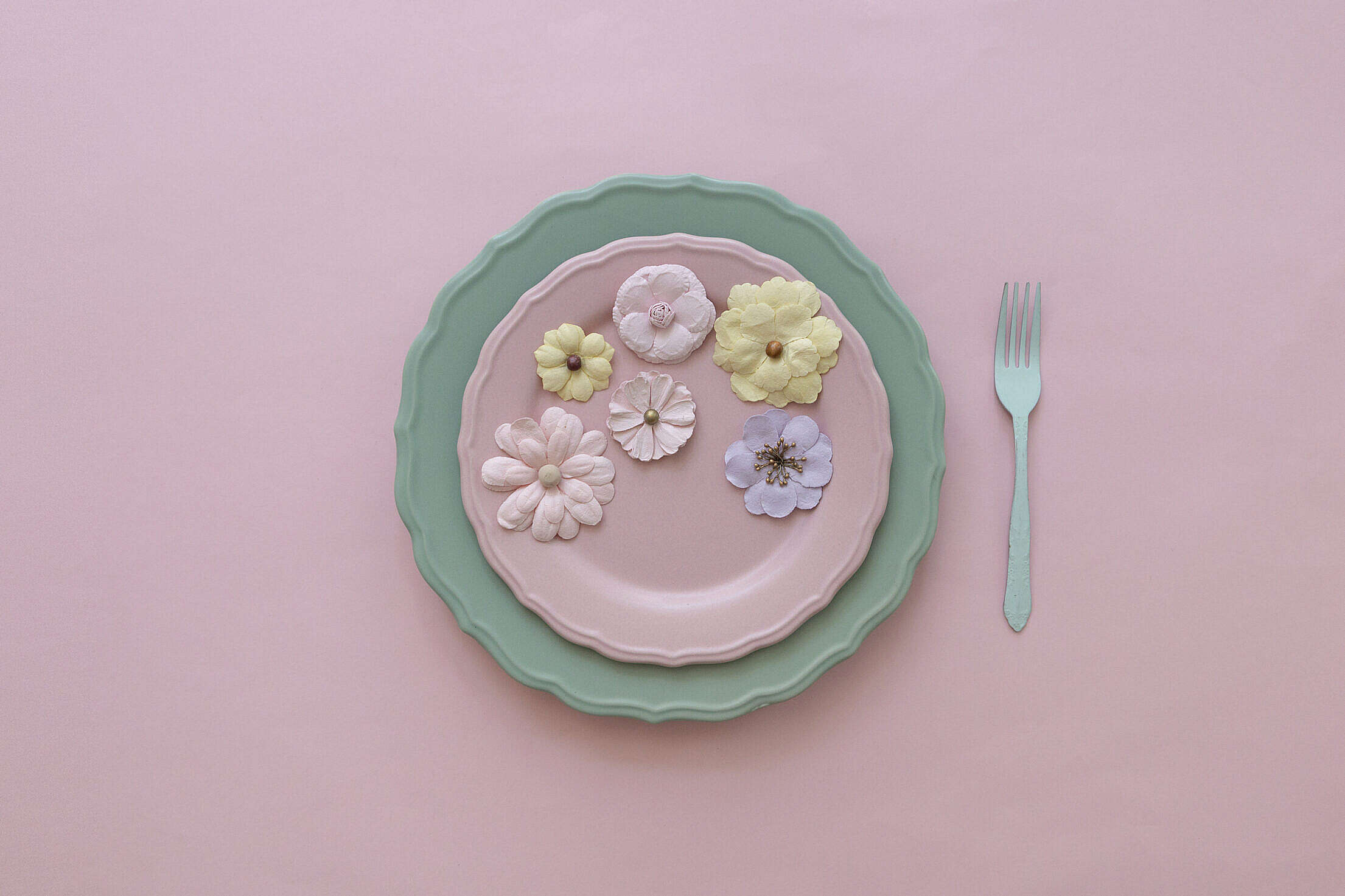 Beautiful Vintage Plate with Flowers Free Stock Photo