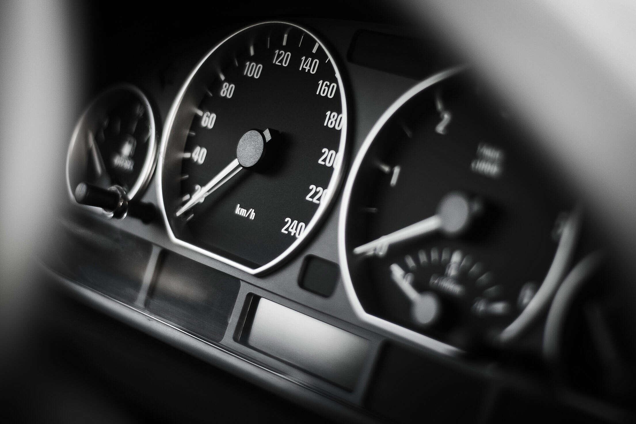 BMW Speed-o-meter Free Stock Photo