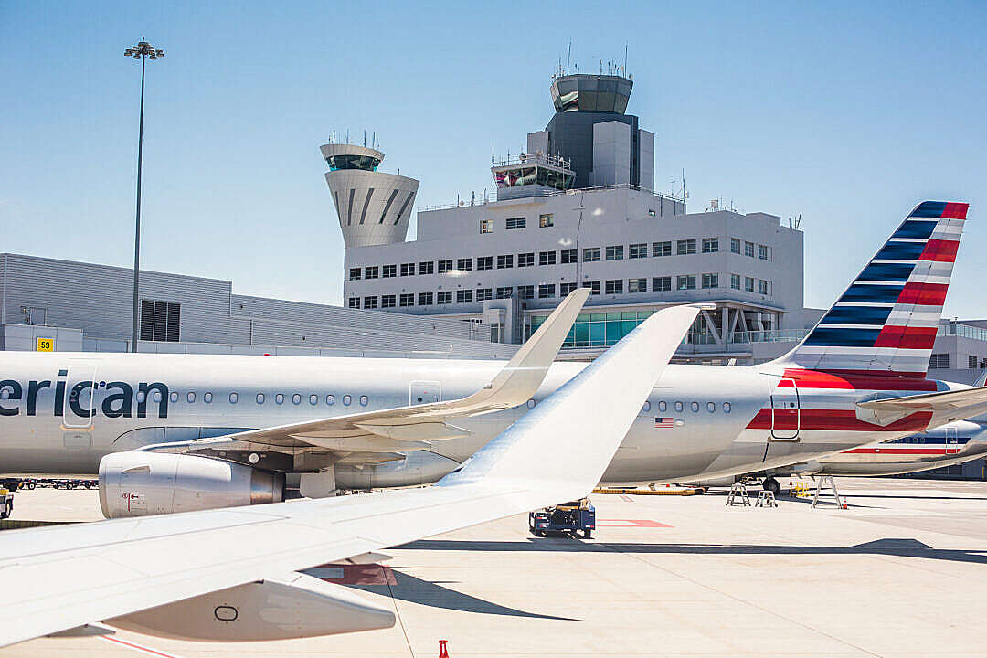 Download Boarding Airplanes on San Francisco SFO Airport FREE Stock Photo
