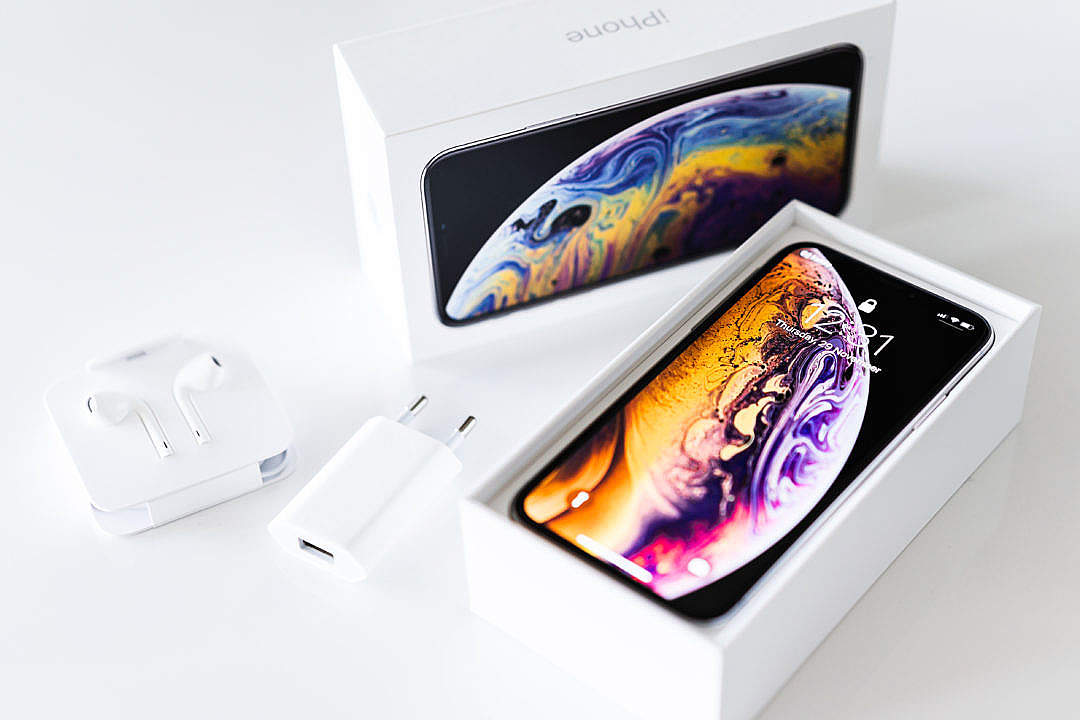Download Brand New iPhone XS Unboxing FREE Stock Photo