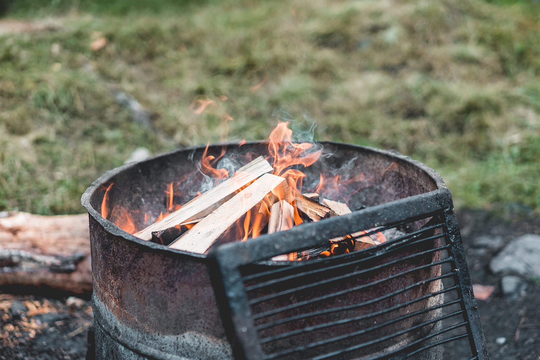 Camp Fire in Mountain Camp Free Stock Photo
