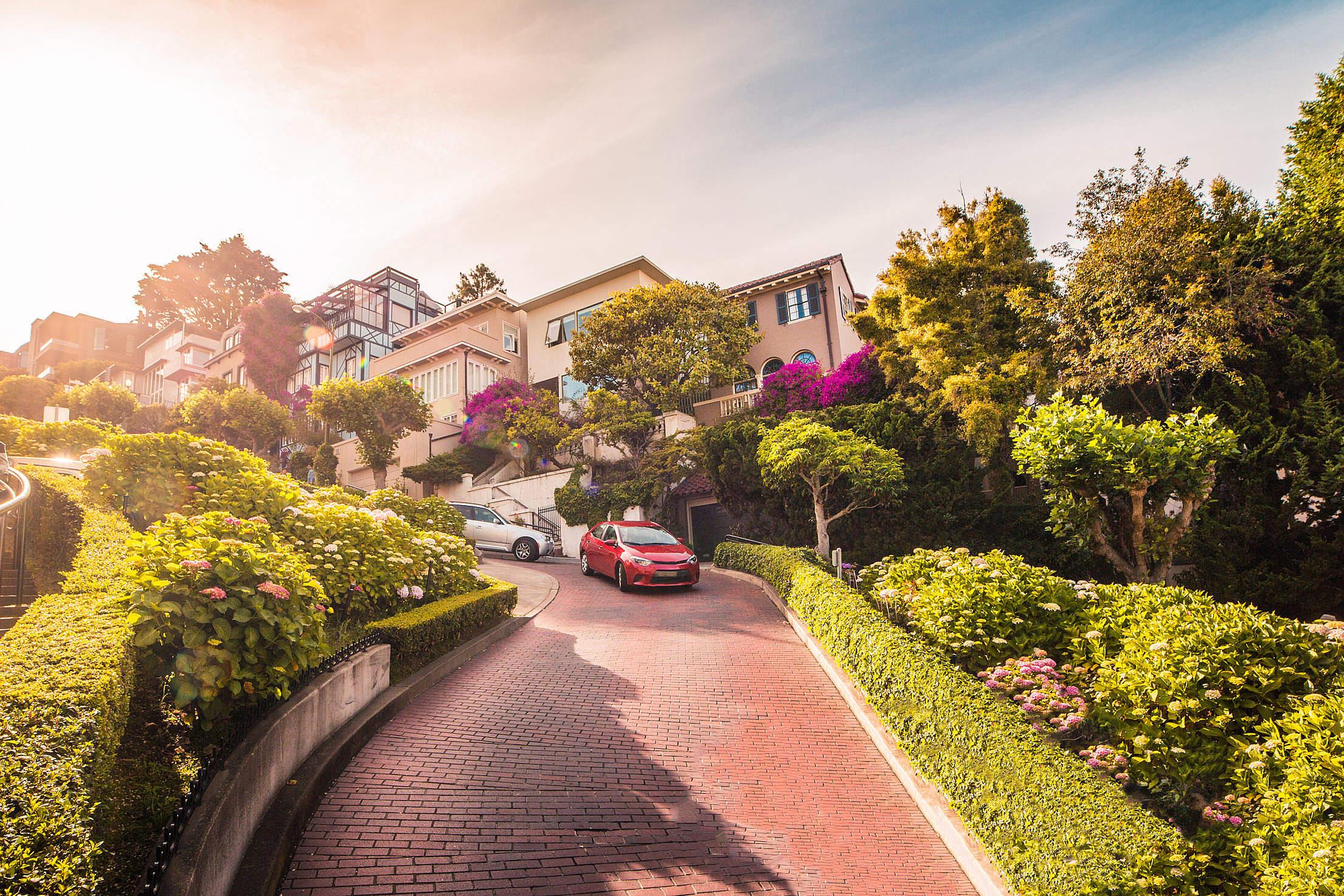 Cars Descending Lombard Street in San Francisco, California Free Stock Photo