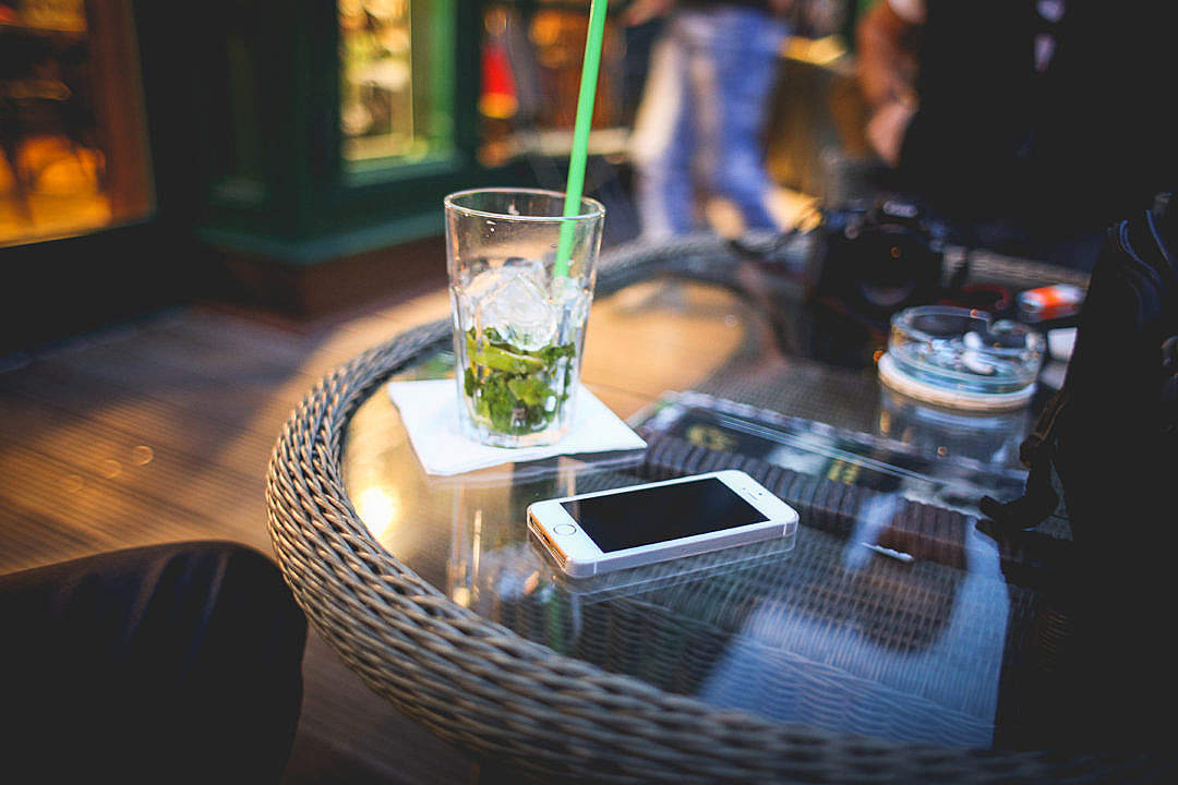 Download Evening Mojito with iPhone 5s FREE Stock Photo