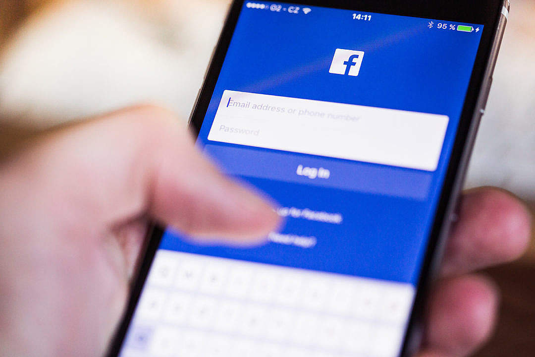 Download Facebook App Login Splash Screen on iPhone FREE Stock Photo