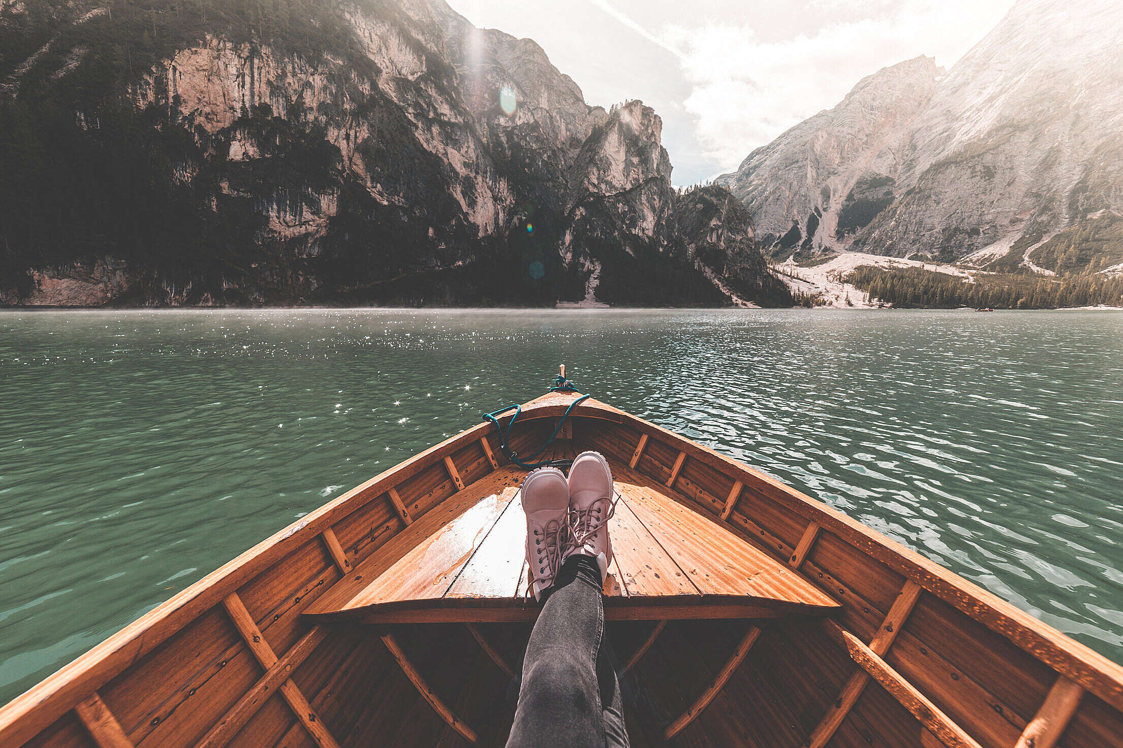 FPV Woman Legs on a Rowing Boat Free Stock Photo