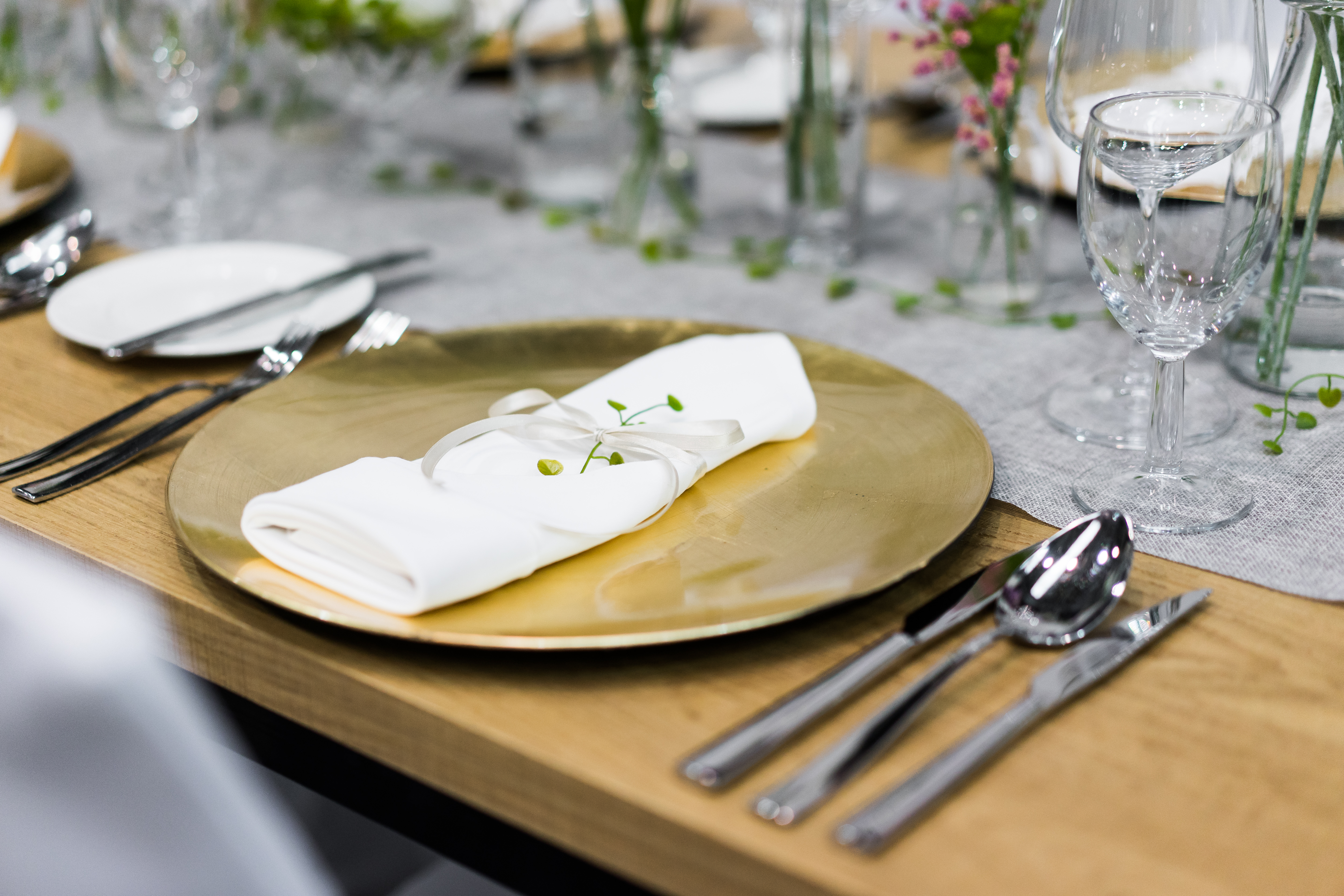 Gold Plates Wedding Table Settings And Decorations Close Up Free Stock Photo Picjumbo