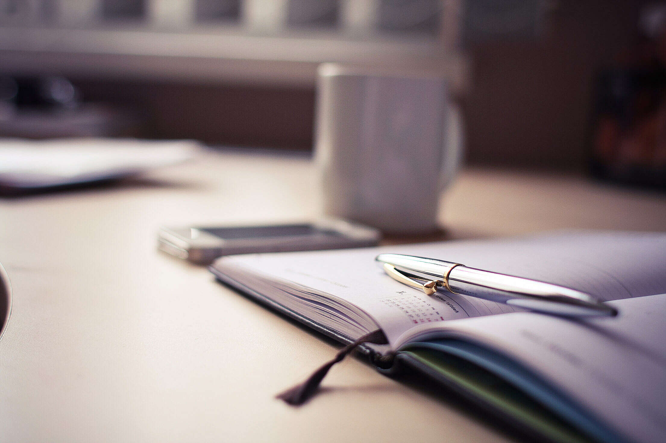Luxury Silver Pen with a Business Diary Free Stock Photo