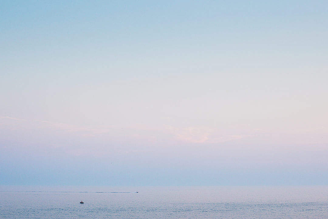 Download Minimalist Evening Sea Horizon FREE Stock Photo