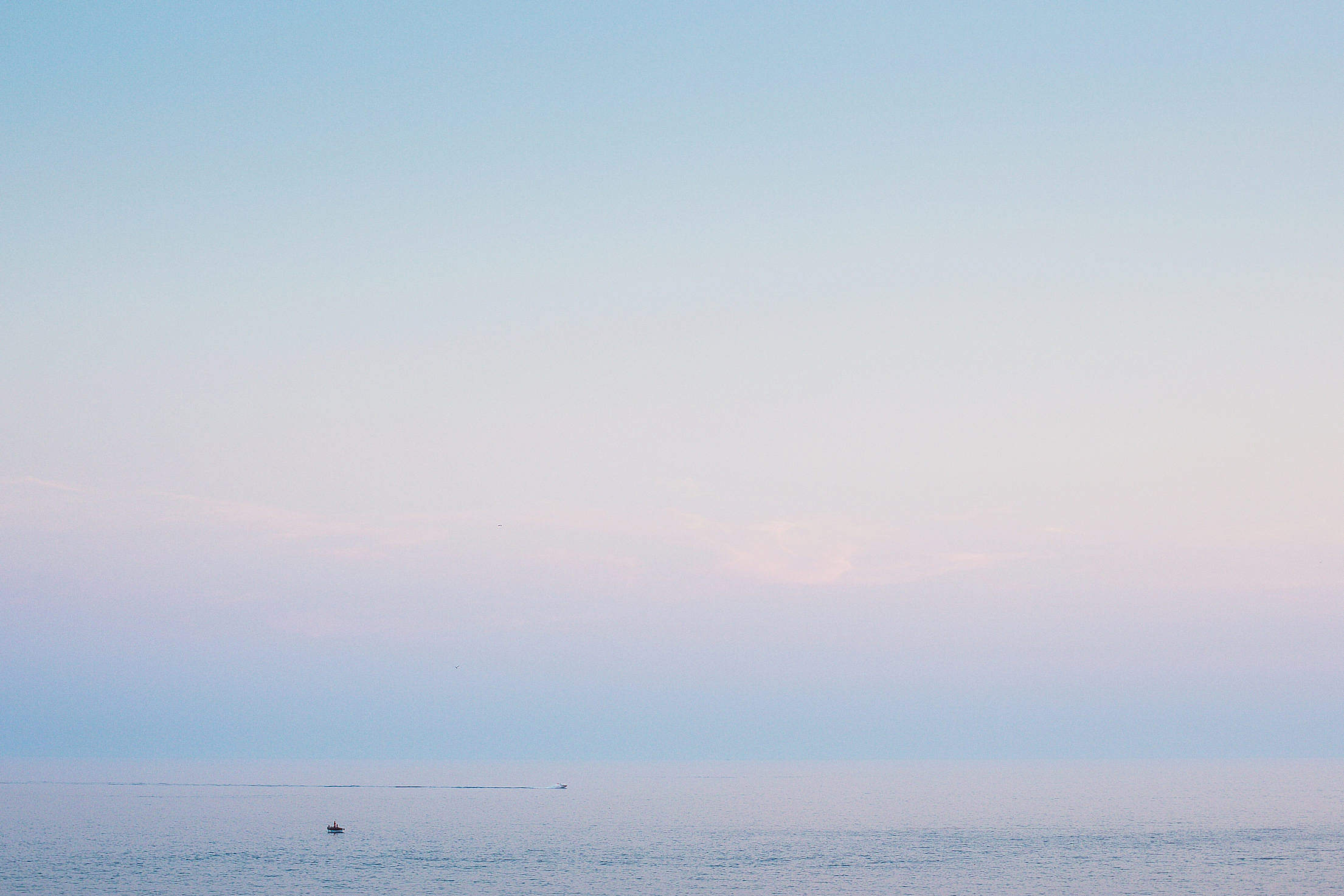 Minimalist Evening Sea Horizon Free Stock Photo