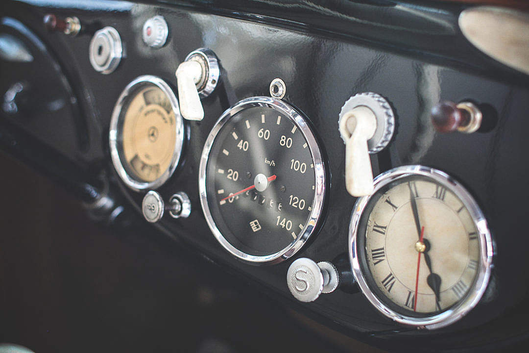 Download Oldtimer Dashboard FREE Stock Photo