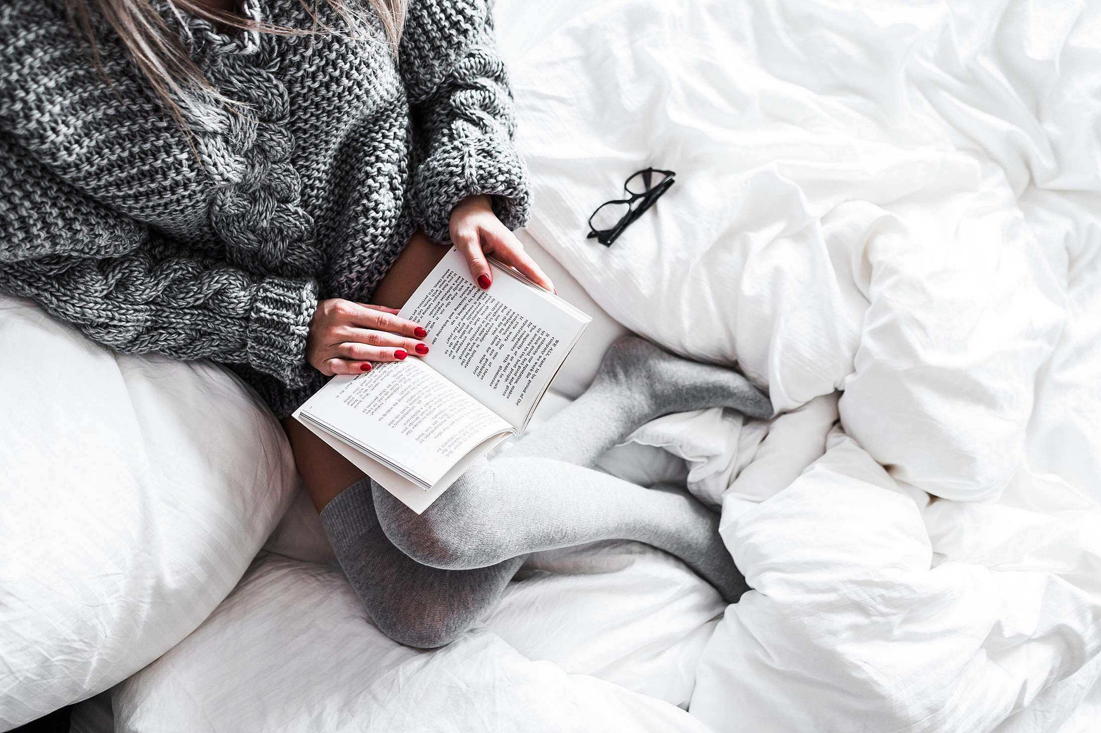 Relaxed Woman Reading in Bed Free Stock Photo