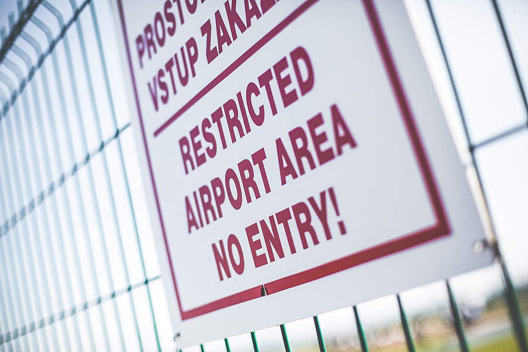 Download Restricted Airport Area Sign — No Entry! FREE Stock Photo