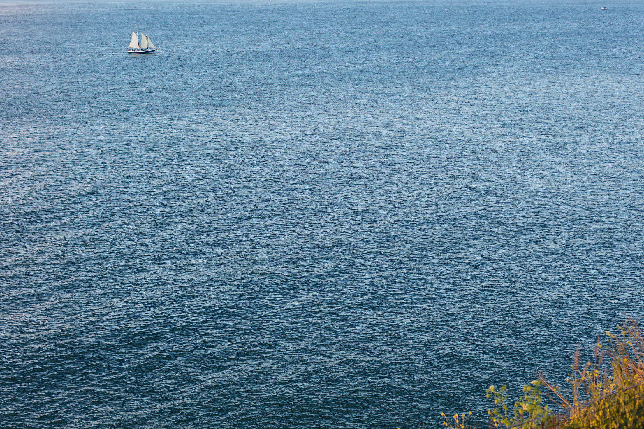 Sailing Boat in The Middle of The Sea Free Stock Photo