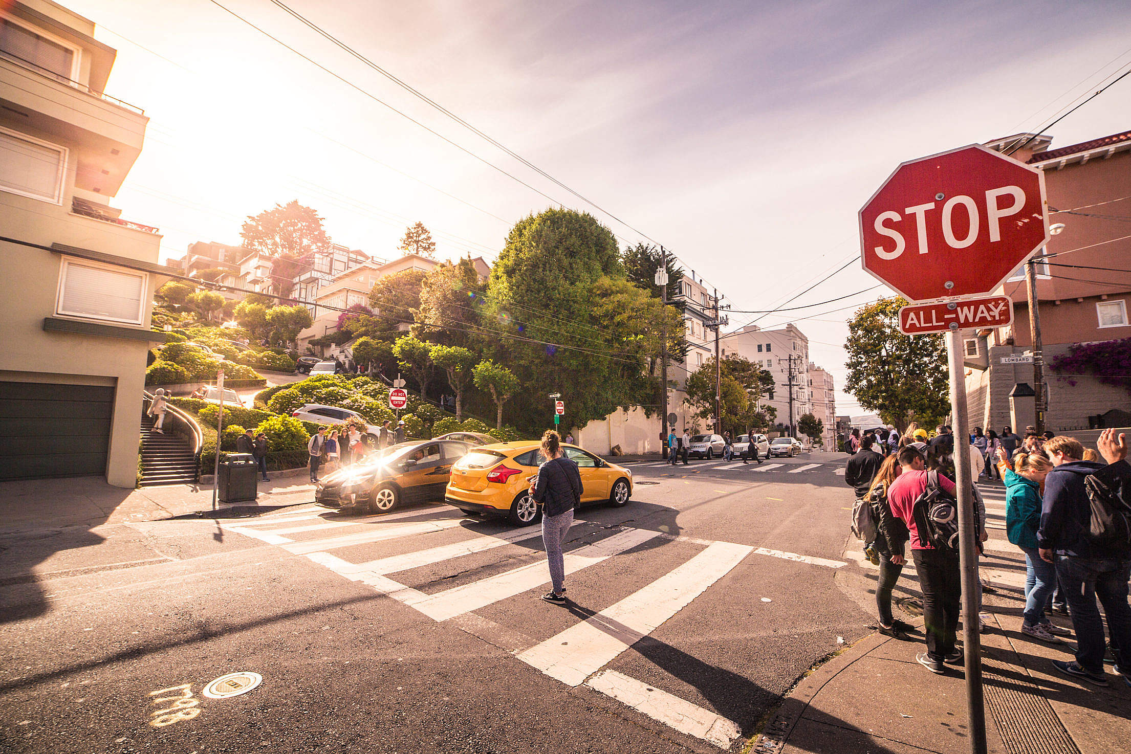 San Francisco Intersection at The End of Lombard Street Free Stock Photo