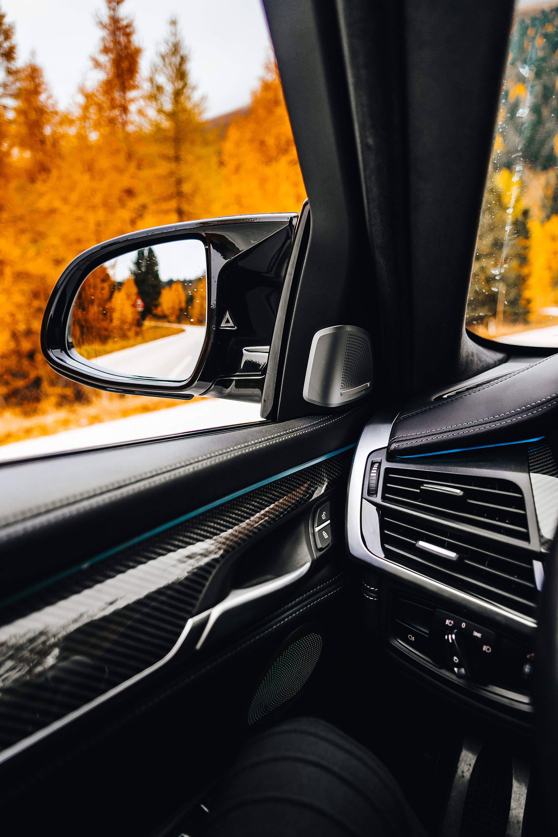 Side View Mirror in a Luxury Car Free Stock Photo