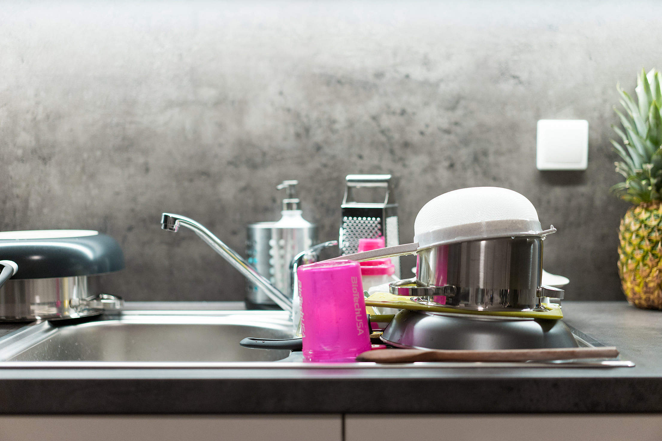 Washed Dishes Mess in the Kitchen Free Stock Photo