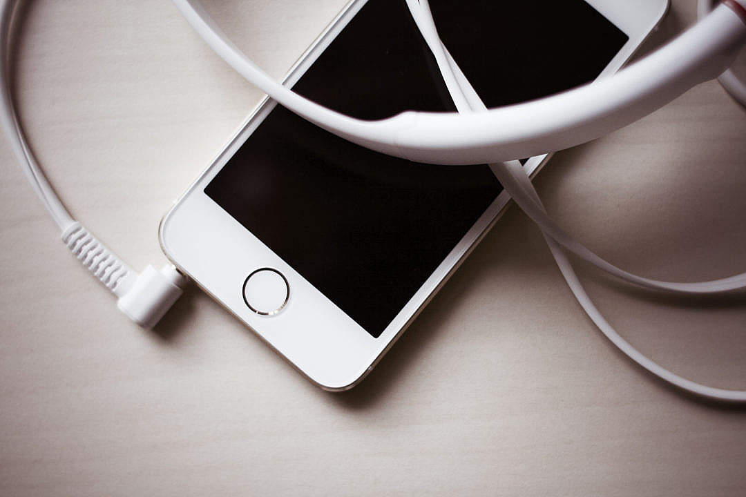 Download White iPhone 5S With Headphones FREE Stock Photo