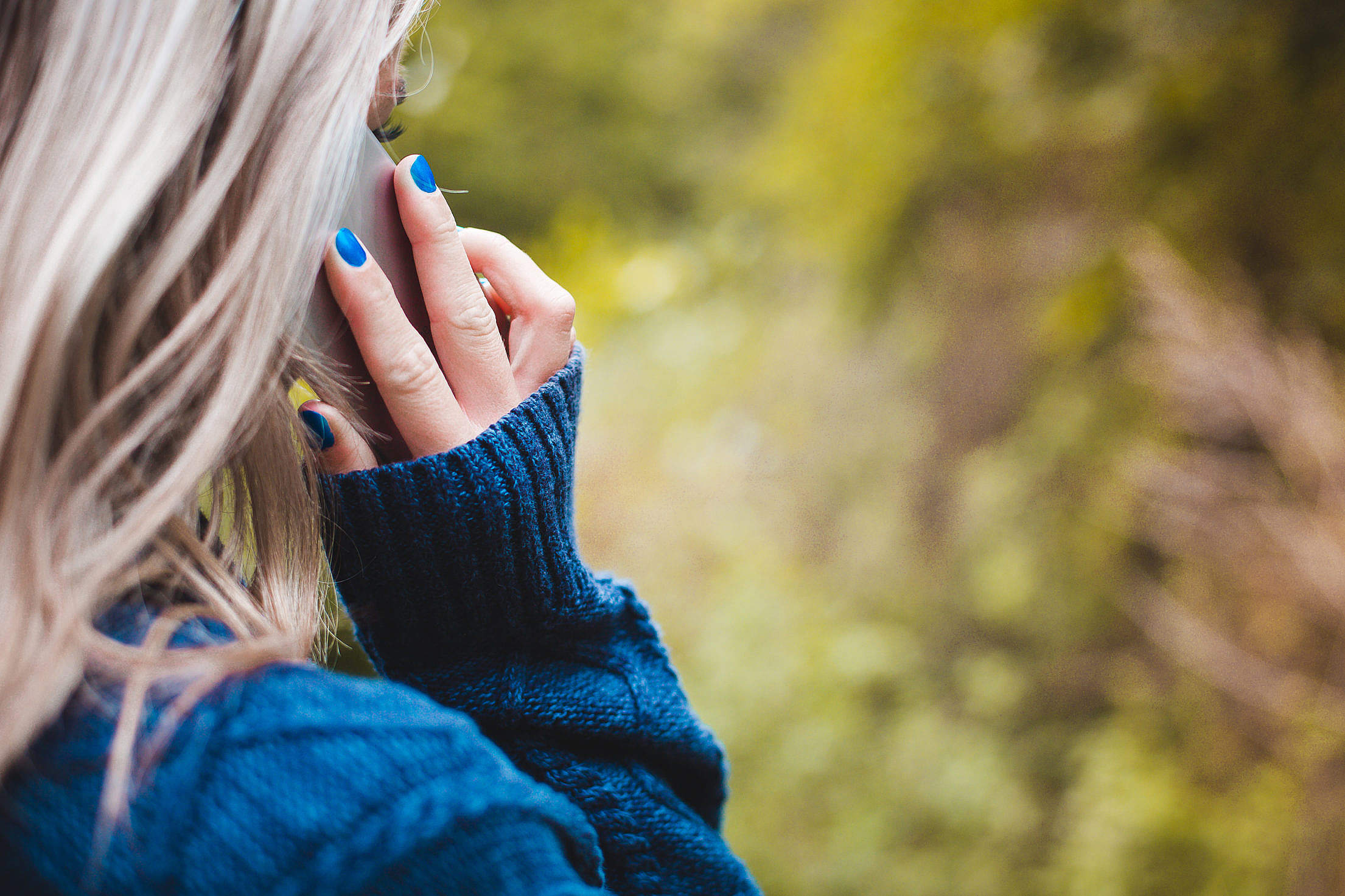 Woman Calling with Her Phone Free Stock Photo