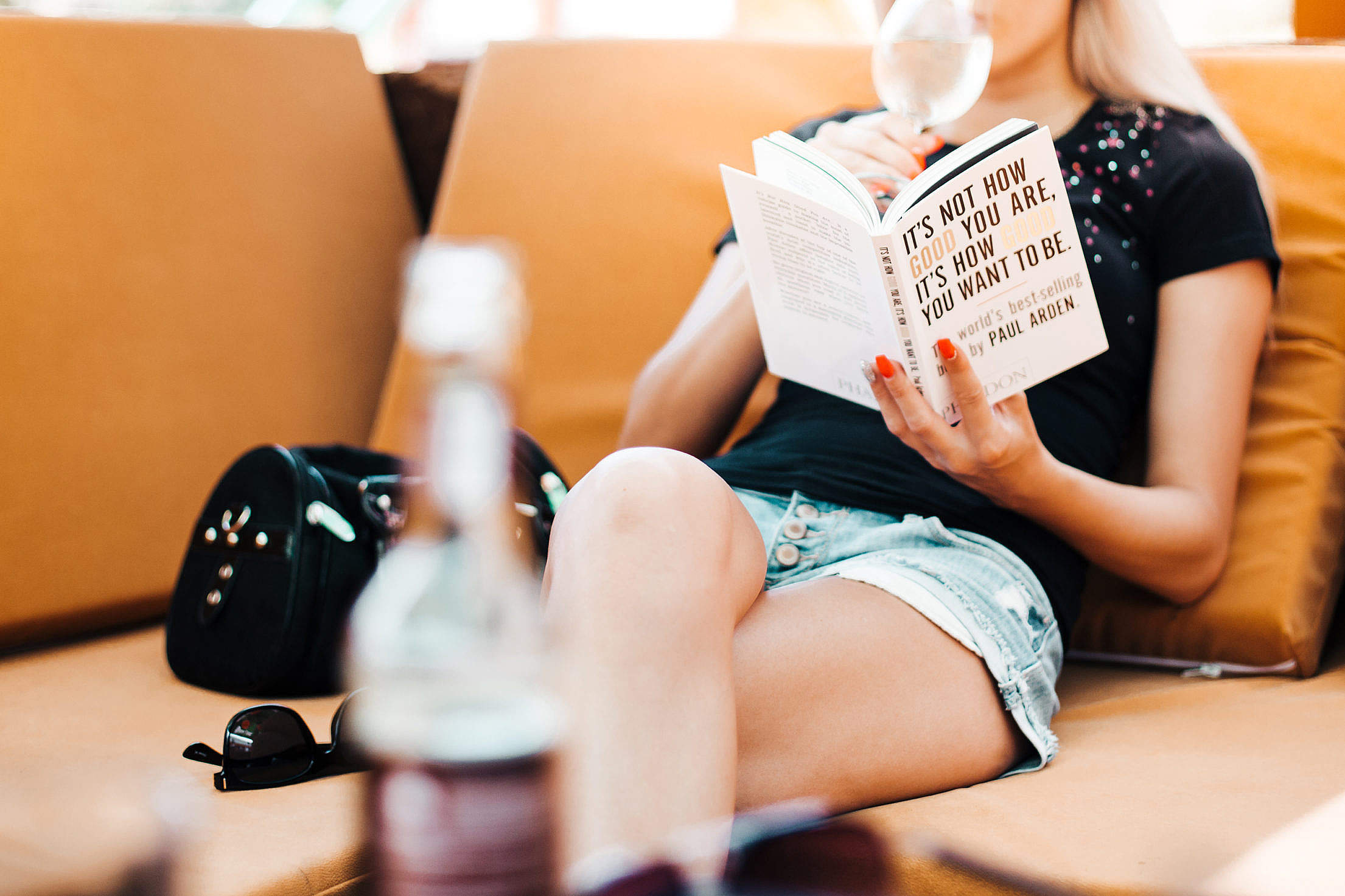 Woman Reading a Book in a Café Free Stock Photo