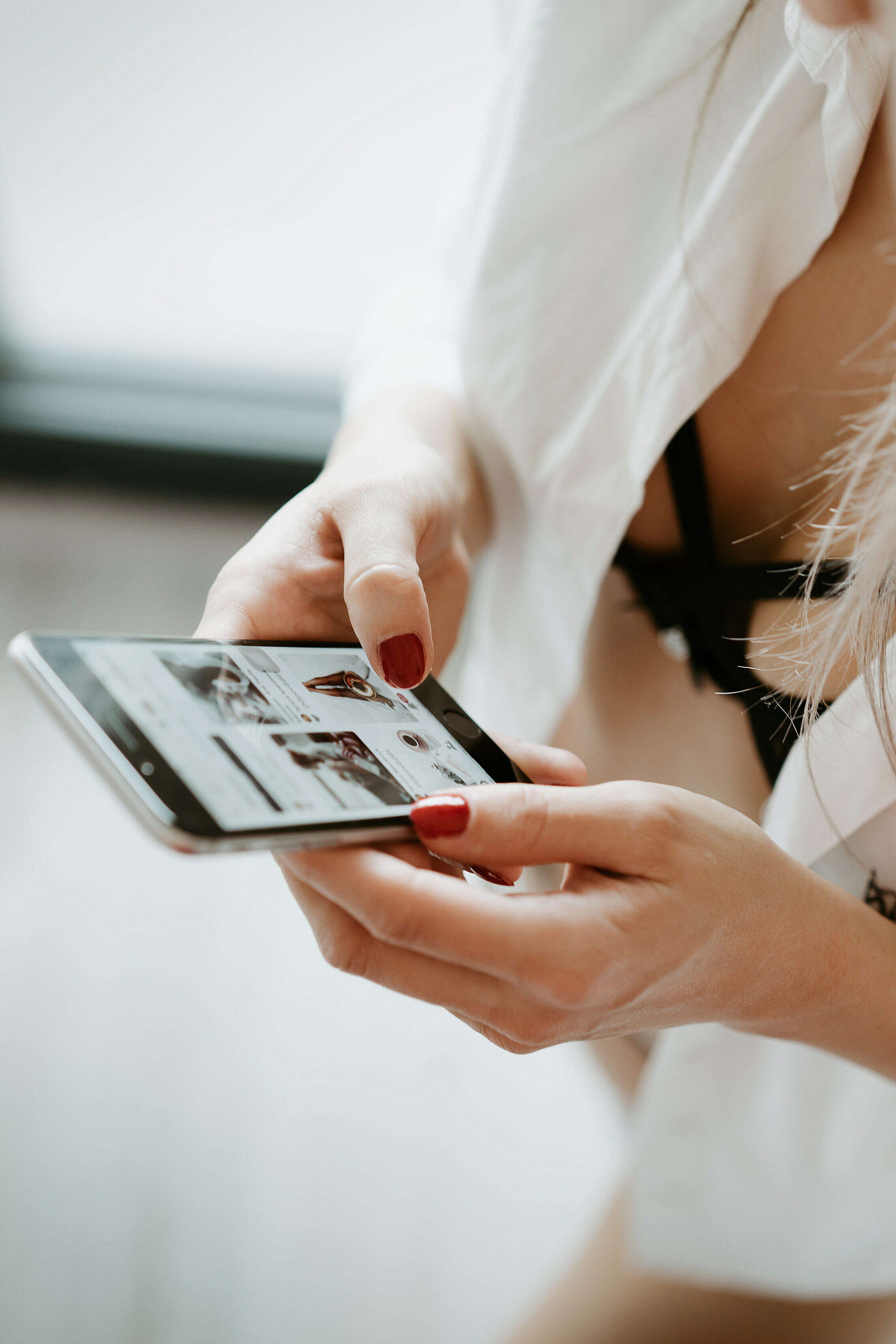 Young Woman Using iPhone in the Morning Free Stock Photo